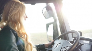 Dagmara - Blonde on the road i Renault Trucks